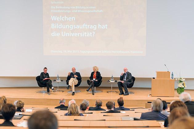 Welchen Bildungsauftrag hat die Universität? Tagungsmoderation und Conclusio: Angela Borgwardt